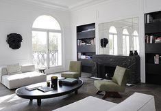 Joseph Dirand assina décor inspirador em Neuilly, França. A ilha de mármore da cozinha e o piso geométrico são destaques no apartamento minimalista