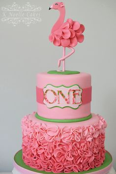 Amazing flamingo party cake for girls birthday with pink ombre icing. Pink Flamingo Party, Flamingo Cake, Flamingo Birthday, Pink Flamingos, Fondant Cakes, Cupcake Cakes, Decors Pate A Sucre, Cupcakes Decorados, Cute Cakes