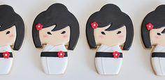 Galletas muñecas Kokeshi blancas