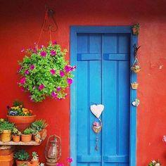 ideas exterior doors entrance window for 2019 Door Entryway, Entrance Doors, Doorway, Garage Doors, Old Doors, Windows And Doors, Pintura Exterior, Unique Doors, Painted Doors