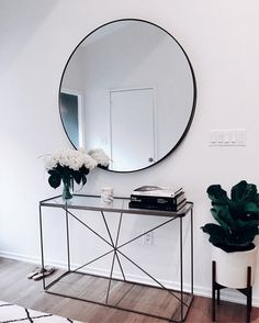 My Glowy Makeup Routine Glowy Makeup mirror . abovecouch Glowy makeup Mirror Routine - fix. Decoration Hall, Decoration Entree, Decorations, Interior Design Living Room, Living Room Decor, Bedroom Decor, Hallway Decorating, Entryway Decor, Foyer