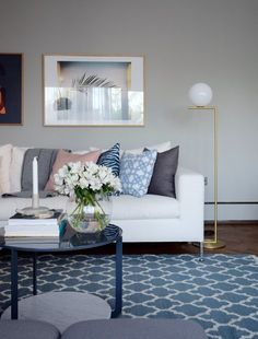 Every room an eye-catcher: Modern home inspiration for your home Interior And Exterior, Interior Design, Favim, Wall Colors, Floor Lamp, Living Room Decor, Sofa, Flooring, Decoration