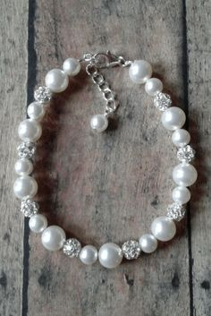 Holly bracelet: Pearl and rhinestone bracelet // Pearl bridal jewelry // Wedding Bracelet // Click to shop