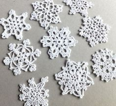 Christmas tree decorations crocheted snowflakes holiday inspiration