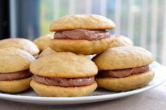 banana whoopie pie with nutella buttercream filling Just Desserts, Delicious Desserts, Yummy Food, Biscuits, Cookie Recipes, Dessert Recipes, Buttercream Filling, Homemade Desserts, Postres