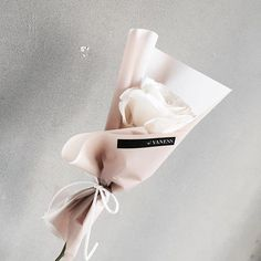 Flowers boquette white simple 48 Ideas for 2019 How To Wrap Flowers, How To Preserve Flowers, Bunch Of Flowers, Beautiful Flowers, Single Flower Bouquet, My Flower, Bouquet Wrap, Rose Bouquet, Paper Flowers