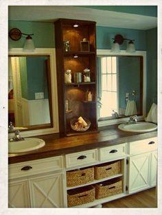 kleines badezimmer mit spiegelschrank aus holz und zwei spiegeln - 77 Badezimmer-Ideen für jeden Geschmack