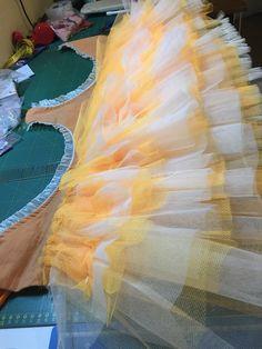 Pas à pas en français : coudre un tutu plateau professionnel. Tutu En Tulle, Diy Tutu, Tutu Costumes, Ballet Costumes, Sewing Online, Robes Tutu, Ballet Tutu, Princess Outfits, Sewing Clothes