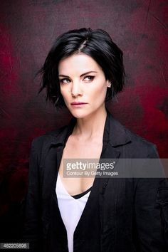 Actress Jaimie Alexander of 'Blindspot' poses for a portrait at Comic-Con International 2015 for Los Angeles Times on July 2015 in San Diego, California. PUBLISHED Get premium, high resolution news photos at Getty Images Girls Short Haircuts, Cute Hairstyles For Short Hair, Short Hair Cuts, Bob Hairstyles, Curly Hair Styles, Pixie Cuts, Jaime Alexander Hair, Jaimie Alexander, New Hair Trends