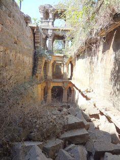 VIKIA_VAV_(25) Victoria Lautman, une journaliste américaine, a parcouru l'Inde pendant de nombreuses années. Lors de son premier voyage, elle a eu la chance de découvrir une architecture souterraine bien méconnue : les réservoirs en escaliers.
