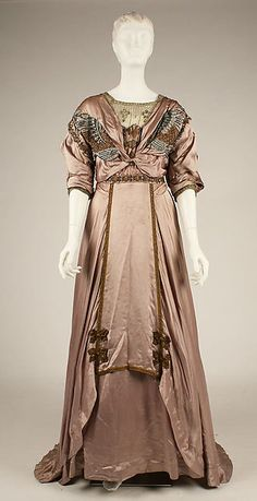 Evening dress (image 1) | American | 1907-08 | silk, metallic thread, floss | Metropolitan Museum of Art | Accession Number: 1979.150.4