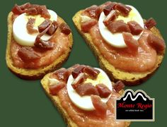 ¿Desayunamos? Tostadas de tomate natural triturado con huevo duro y taquitos de jamón serrano #MonteRegio ¡Feliz Martes!