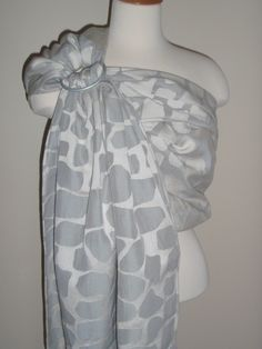 @Zanytoes Boutique Boutique Pavo Granite Giraffe #wrapconversion #ringsling