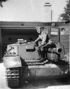 Ww2 Pictures, Tank Destroyer, Defence Force, Luftwaffe, Armored Vehicles, Armed Forces, World War Two, Military Vehicles, Soldiers