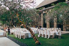 #outdoor-dinner-party  Photography: Thomas Stewart - thomasstewart.com.au  Read More: http://www.stylemepretty.com/2014/09/17/bali-garden-party-inspired-wedding/