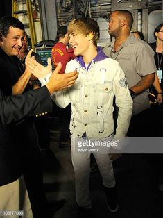 World's Best Justin Bieber My World Tour Madison Square Garden Backstage Stock Pictures, Photos, and Images - Getty Images Justin Bieber My World, Justin Bieber Tour, Stock Pictures, Stock Photos, Midnight Memories, Bbc Broadcast, Madison Square Garden, My Forever, Debut Album