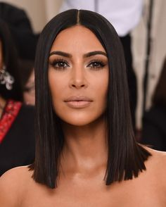 lob hairstyles Kim Kardashian Everything you need to know about pulling off the 'do of the moment; browse the hottest lob hairstyles courtesy of the A-list. Kim Kardashian Haircut, Kim Kardashian Nails, Kim Kardashian Wedding, Kim Kardashian Hairstyles, Kardashian Style, Kim Kardashian Eyebrows, Kim K Short Hair, Celebrity Short Hair, Short Hair