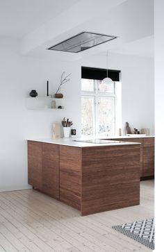 Vi designer kjøkken, baderomsmøbler og andre møbler i bambus. Kitchen Furniture, Kitchen Interior, Home Interior Design, Furniture Stores, Furniture Websites, Scandinavian Kitchen, Furniture Arrangement, Home Kitchens, New Homes