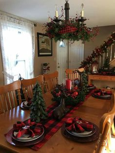 60 Red and Green Christmas Decorations Because Delightful Traditions are a Definitive Sophist. - 60 Red and Green Christmas Decorations Because Delightful Traditions are a Definitive Sophisticatio - Christmas Dining Table, Christmas Table Settings, Farmhouse Christmas Decor, Christmas Table Decorations, Holiday Decor, Cabin Christmas Decor, Black Christmas, Christmas Colors, Beautiful Christmas