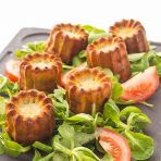 Cannelés au Roquefort / Little blue cheese cakes Vol Au Vent, Vegetarian Recipes, Cooking Recipes, Healthy Recipes, Tapas, Fingers Food, Good Food, Yummy Food, Fast Food