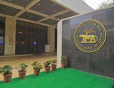 भारतीय रिजर्व बैंक (आरबीअाई) ने आज डाॅलर के मुकाबले रुपये की संदर्भ दर 66.5699 रुपये प्रति डाॅलर निर्धारित की।