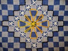 Resultado de imagem para toalha de mesa bordada em tecido xadrez