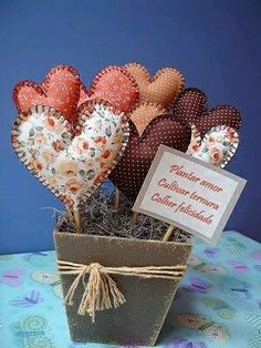 Heart Decorations, Valentine Decorations, Fabric Hearts, Fabric Flowers, Sewing Crafts, Sewing Projects, Projects To Try, Valentine Day Crafts, Valentines