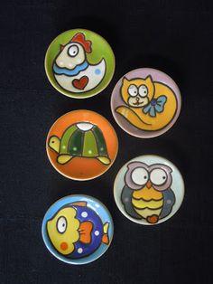 ceramica come mestiere: Piccoli piatti raffiguranti simpatici animali.