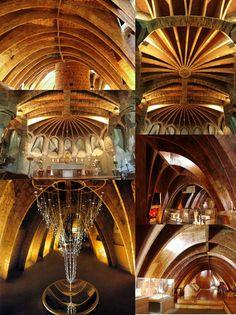 Sotão da Casa de Milà e igreja da Colonia Guell, do arquiteto Antoni Gaudi, 1907 - Barcelona Espanha