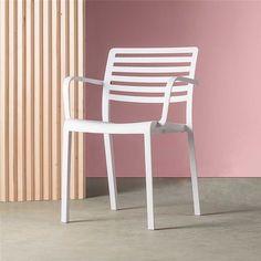 De Lama is een stoel met zo'n mooi ontwerp dat hij ook voor binnen gebruikt kan worden! Deze multifunctionele stoel van Dd Resol is ontworpen door Josep Lluscà. De stoel is gemaakt van UV-bestendig kunststof en is bestand tegen weersinvloeden.