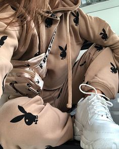 """2,090 mentions J'aime, 31 commentaires - C A I T L I N H E A T H (@caitlinheathxo) sur Instagram : """"PLAYBOY✖️MISSGUIDED @missguided @playboy #playboyxmissguided #babesofmissguided #fashion #style…"""" Chill Outfits, New Outfits, Trendy Outfits, Cute Outfits, Fashion Outfits, Fashion Trends, Missguided Outfit, Missguided Clothing, Young Adult Fashion"""
