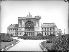 1900, Keleti pályaudvar Old Photos, Vintage Photos, Vintage Architecture, Central Europe, Most Beautiful Cities, Budapest Hungary, Holiday Travel, Vintage Photography, The Good Place