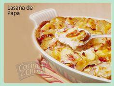 Deliciosa lasaña de papas con carne, jamón y tocino entre capas, y una cremosa salsa de queso.