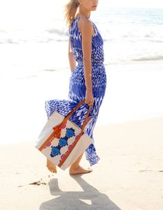 Will live in this blue and white tie dye maxi dress all summer! It'll be perfect for the beach.