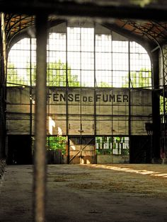 Empty old warehouse flickr photo sharing afterdeath for Architecture utopiste