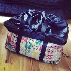 ThirtyOne Deluxe Utility Tote fits a queen sized comforter!  #flirtyonederful