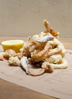 fritto misto in da Polpo, Covent Garden Great Restaurants In London, Fish Plate, Food Places, Covent Garden, Food Design, I Love Food, Wine Recipes, Macaroni And Cheese, Ethnic Recipes