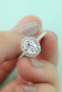 4 Breathtaking Types of Halo Engagement Rings That You Must Know