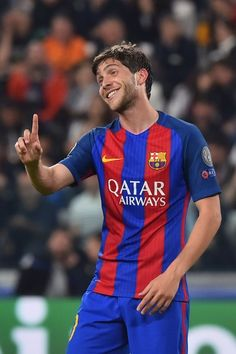 Barcelona's midfielder Sergi Roberto reacts during the UEFA Champions League quarter final first leg football match Juventus vs Barcelona, on April 11, 2017 at the Juventus stadium in Turin. / AFP PHOTO / GIUSEPPE CACACE