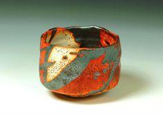 Rozenn Bigot (France) - bol à thé vert (appelé chawan) … Pottery Mugs, Ceramic Pottery, Pottery Art, Kintsugi, Japanese Ceramics, Japanese Pottery, Sculptures Céramiques, Chawan, Contemporary Ceramics