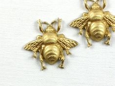4 small brass BEE jewelry embellishment . 17mm x by ThePeddler, $3.67