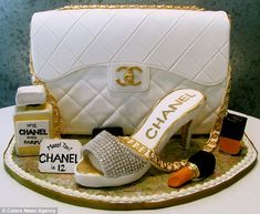 PURSE & HEELS JUST CAKE HOW PRETTY.