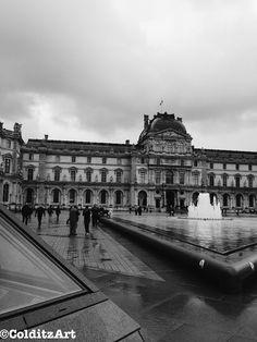 Musée du Louvre. 1st arrondissement. Paris, France. Black and White Photography. Travel/Street Photo. Photographer: Jennifer Colditz.