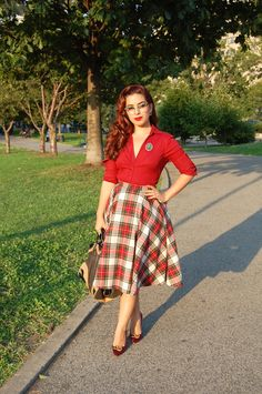 Absolutely getting myself some tartan clothing before Autumn Pin Up Outfits, Modest Outfits, Cool Outfits, Skirt Outfits, Rockabilly Fashion, 1950s Fashion, Vintage Fashion, Rockabilly Style, Librarian Style