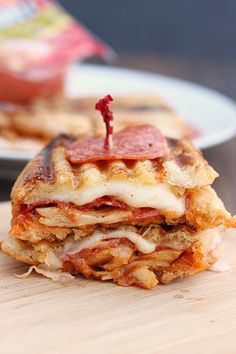 Looking for Fast & Easy Chicken Recipes, Main Dish Recipes, Pork Recipes, Sandwich Recipes! Recipechart has over free recipes for you to browse. Find more recipes like Chicken Pepperoni Parmesan Panini & Hormel Pepperoni. I Love Food, Good Food, Yummy Food, Tasty, Soup And Sandwich, Sandwich Recipes, Best Panini Recipes, Vegetarian Sandwiches, Pizza Recipes