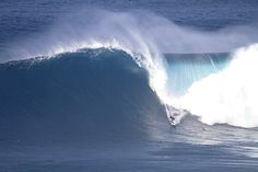 Winter comes early in Hawaii with arrival of 50-foot surf