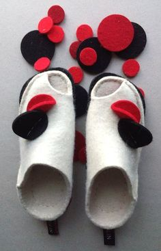Фотографии Сказки войлока Журнал мастер-классов Felt Boots, Wool Shoes, Felted Slippers, Penny Rugs, Slipper Boots, How To Make Shoes, Nuno Felting, Fabric Manipulation, Womens Slippers