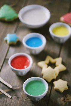 Glassa all'acqua: Una #glassaall'acqua fatta bene è tutto ciò che ti serve per rendere stupenda una torta o dei biscotti! Semplice da fare e da colorare, divertente da usare!