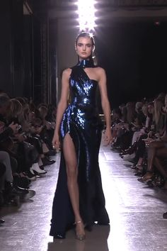Elie Saab Look Spring Summer 2019 Haute Couture Collection Stunning Dark Blue Halter Slit Sheath Evening Maxi Dress / Evening Gown with Open Back and a Train. Runway Show by Elie Saab Elie Saab Couture, Haute Couture Dresses, Couture Mode, Couture Fashion, Runway Fashion, Night Gown Dress, The Dress, Looks Black, Metallic Dress
