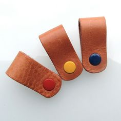 Earbud / earphone / cable organizers in natural vegetable tanned leather by RinartsAtelier